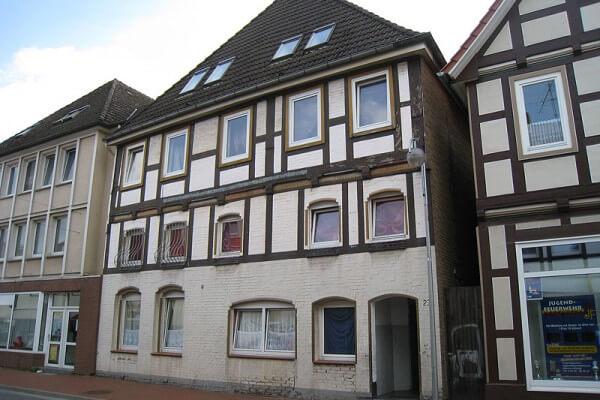 Mehrfamilienhaus, Lauenau
